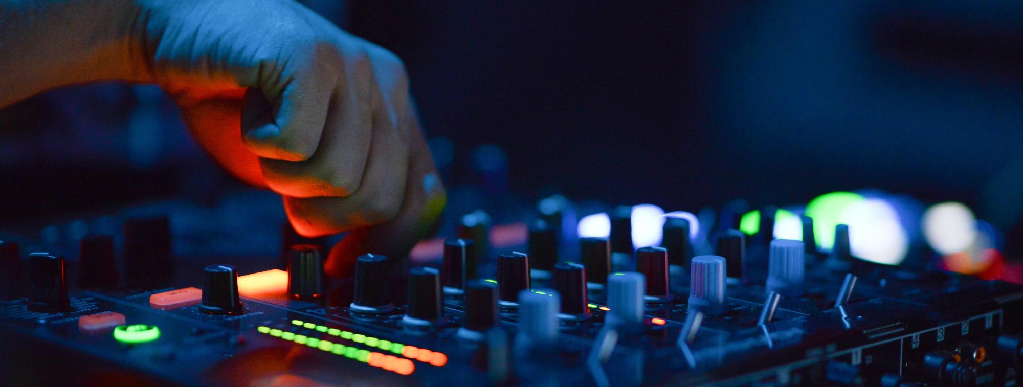 slide-servicii-sonorizare-dj